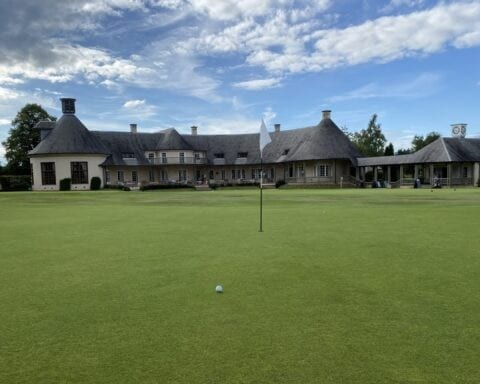 The 18th green and clubhouse at Alwoodley Golf Club